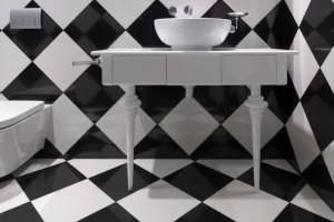 в ванной по диагонали