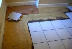 Укладка плитки на пол своими руками на деревянный пол фото 44