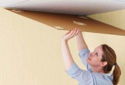 Как клеить потолочную плитку, видео сюжет от мастера
