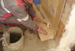 Укладка плитки на пол – видео инструкция от специалистов