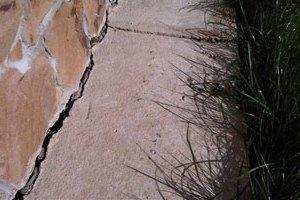 Разрушение бетонной отмостки