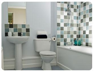 Хорошие идеи укладки плитки для маленькой ванной комнаты